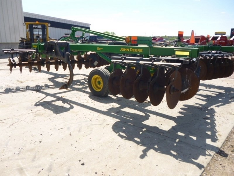 "2010 John Deere 512, 17',7 Shank, Hyd Sec Fld, 23"" Disc, Cush Gang Rippers For Sale"