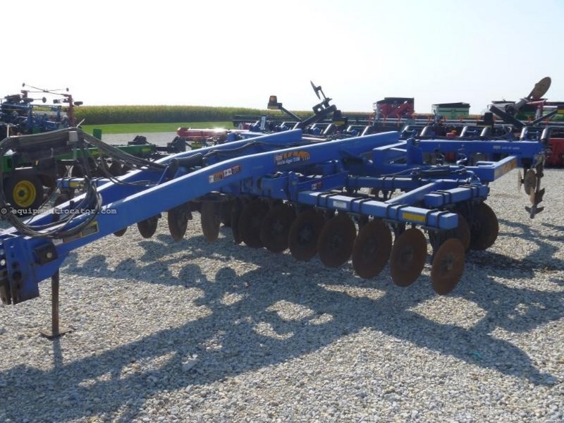 2001 DMI 730B, 17', PT, Hyd Sec Fold and Disc Depth Adjust Rippers For Sale