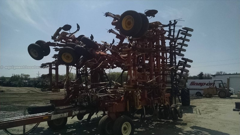 2004 Bourgault 5710, 48.5', Shank Drill, 350 Tank Capacity Air Drill For Sale