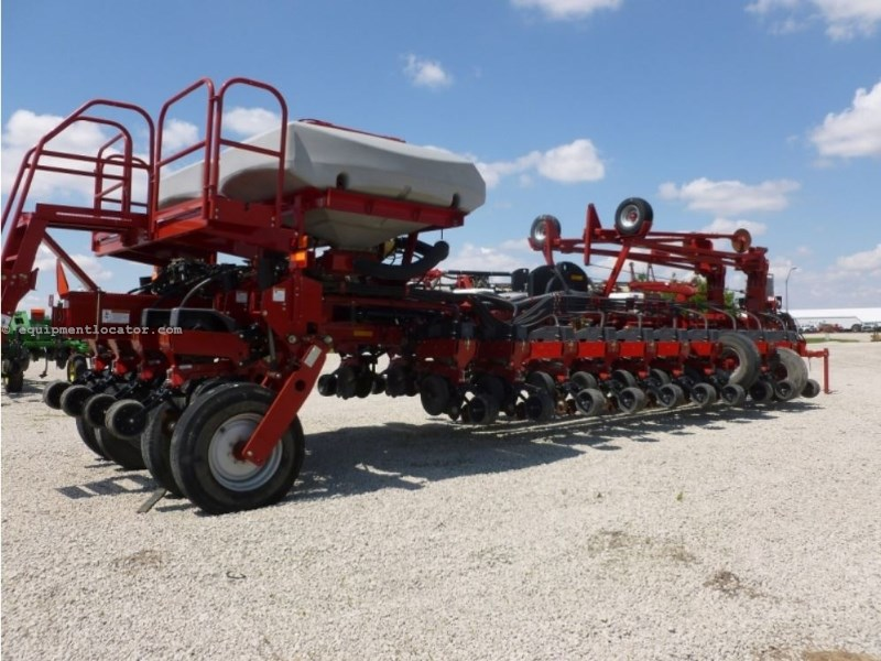 2011 Case IH 1250, 24R30, Vac Meter, Pro 700, 2 Pt, Front Fold Planter For Sale