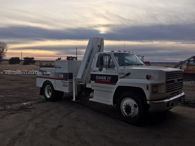 1992 Ford F700, 26,878 actual miles, Manual trans  Service Truck For Sale