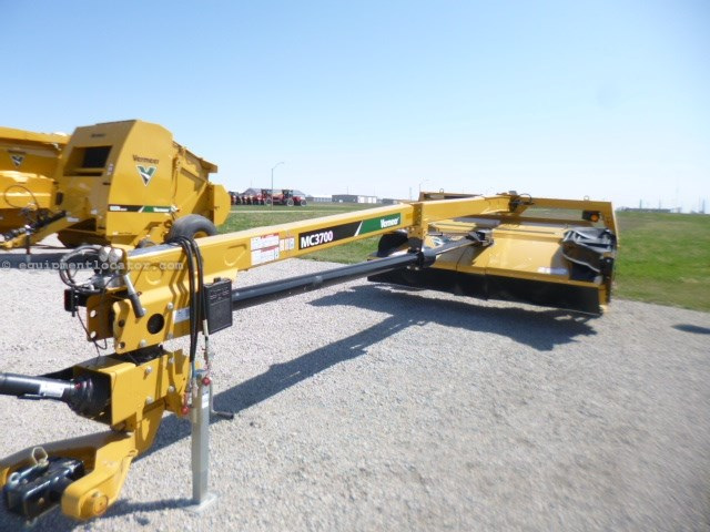 2015 Vermeer MC3700, 12', Cond Rolls, Rotary Cutting, Lift Cyl Mower Conditioner For Sale