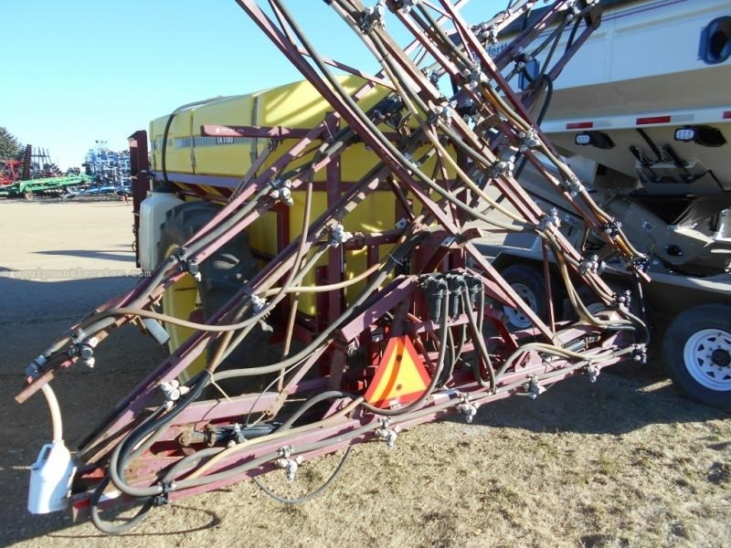 1998 Top Air 1100, 60', 1100 Gal Tank, Foam Mrkrs, Boom Ht Cont Sprayer-Pull Type For Sale