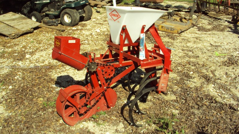 Other Covington one row planter w/ cultivator Image 1
