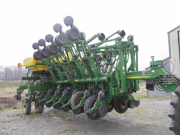 2013 John Deere 1790 Planter For Sale At Equipmentlocator Com