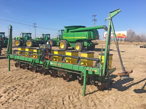 1997 John Deere 1700 Planter For Sale At Equipmentlocator Com