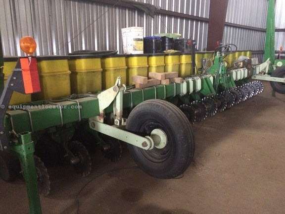 John Deere 1700 Planter For Sale At Equipmentlocator Com