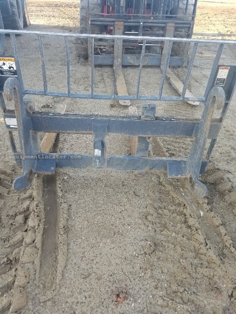 """2014 Case 48BH, 48"""", Pallet Forks, Fits Case 580/590 Loader Backhoe Attachment a La Venta"""