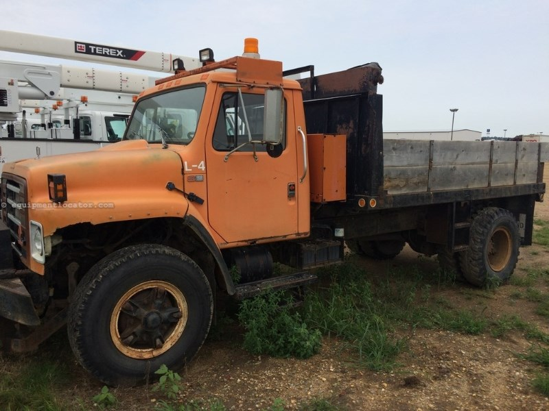 1984 International S1900, Miles Unknown, Man Trans, PS, Diesel, Vinyl Flatbed/Flatbed Dump For Sale