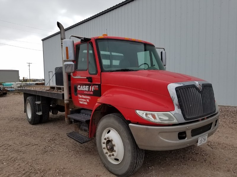 2002 International 4300, 630275 Mi, Diesel, Leaf Susp, 6 Spd Flatbed/Flatbed Dump For Sale