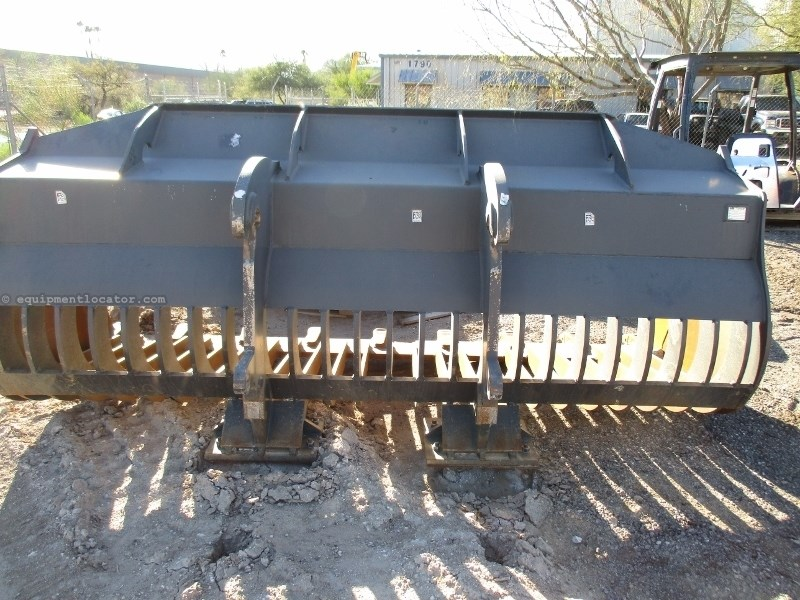 2015 Werk-Brau 4.0WL, JRB Coupler, Fits Case 821 Loader Wheel Loader Attachment a La Venta