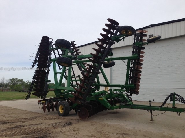 "2000 John Deere 637, 37', Coil Tine, Center & Wing Tndms, 9"" Space Disk Harrow For Sale"