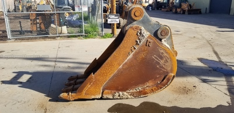 2013 Rockland EX7HDC36, Fits CX470 100MM Pins, 1.72 Capacity Excavator Bucket For Sale