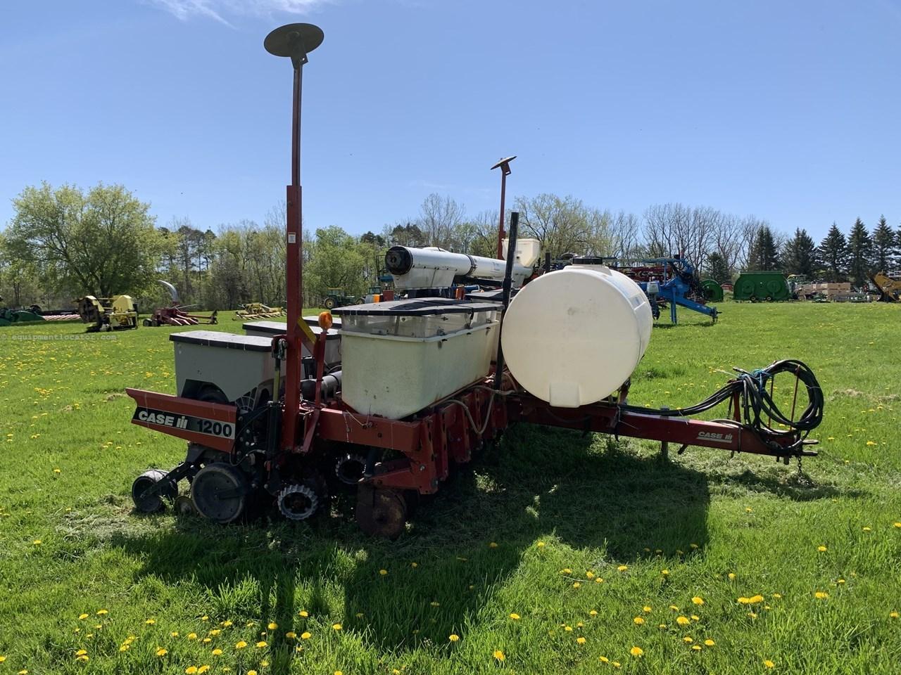 Case IH 1200 Image 1