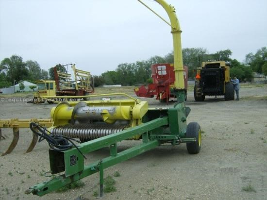Forage Choppers for Sale http://www.equipmentlocator.com/asp/eDetails/eqID/509007/eID/116/loc/na-en/close/yes/