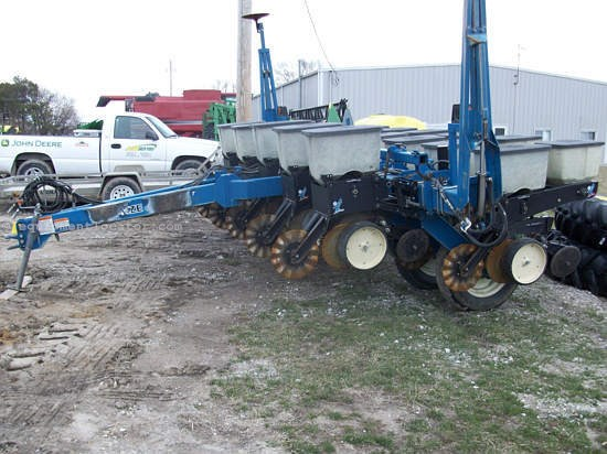 1996 Kinze 2000 6 11 Planter For Sale At Equipmentlocator Com