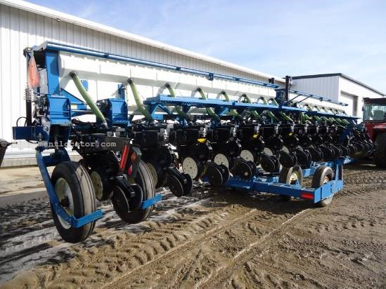 2002 Kinze 3650 Planter For Sale Stock 4520441 At Titan Outlet
